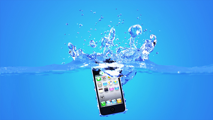 what to do if you drop your iphone in water what you should do if you drop your smartphone in water 21542